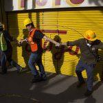 Vapaaehtoisia menossa raivaustöihin Meksikon pääkaupungissa Méxicossa.